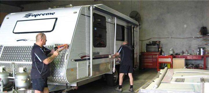 How To Choose A Rollout Caravan Awning Caravan Awnings Caravan Awning