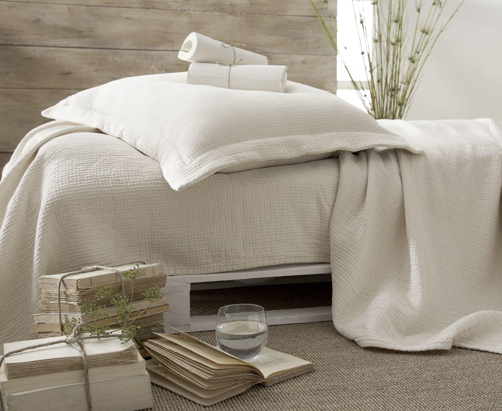 couvre lit coton bio Un couvre lit en coton bio! http://.sogreendesign.com/fr  couvre lit coton bio