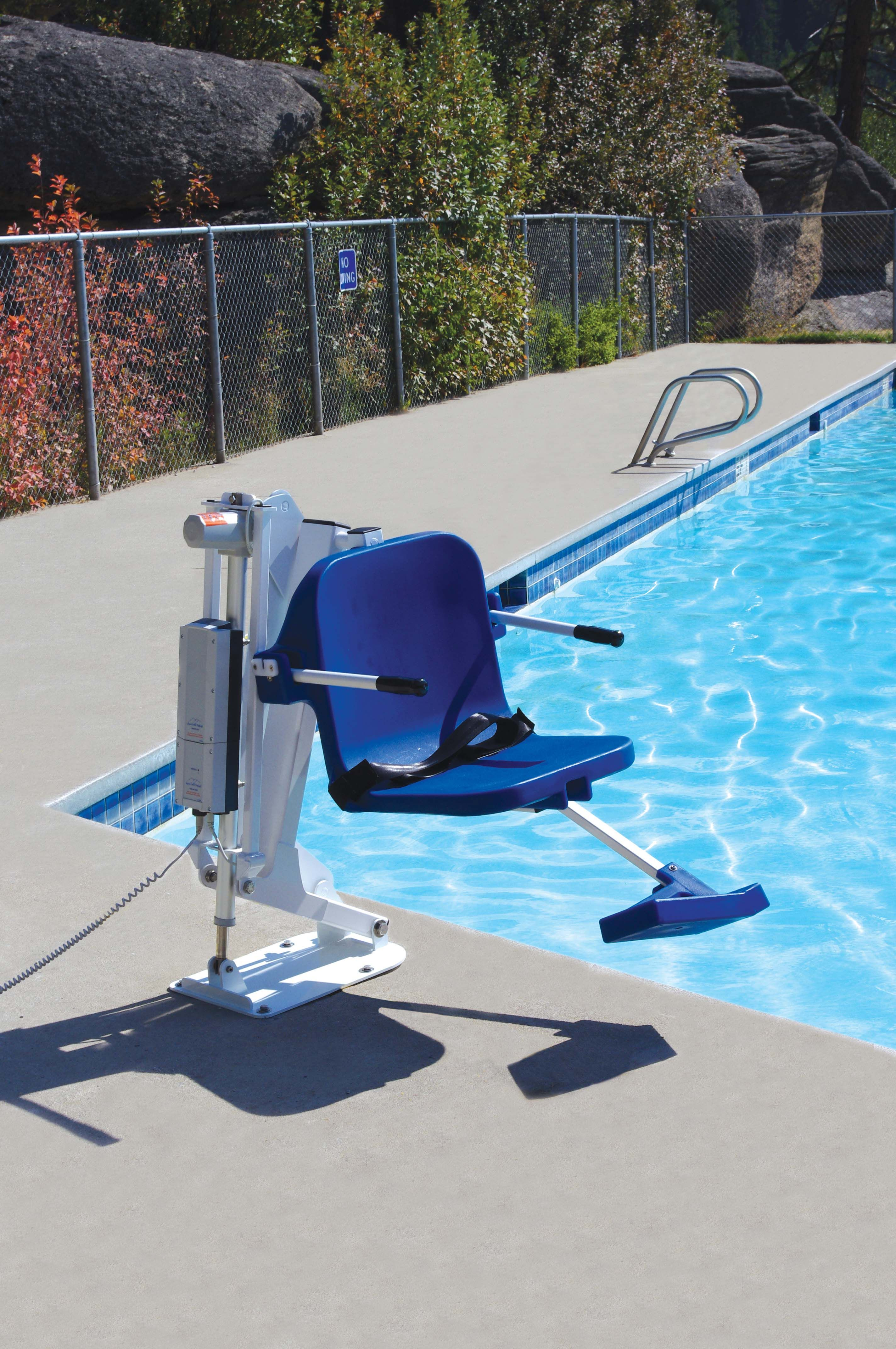Ada pool lift ranger adaaccess pool and spa access pinterest profile design and house for Hydraulic chair lift for swimming pool