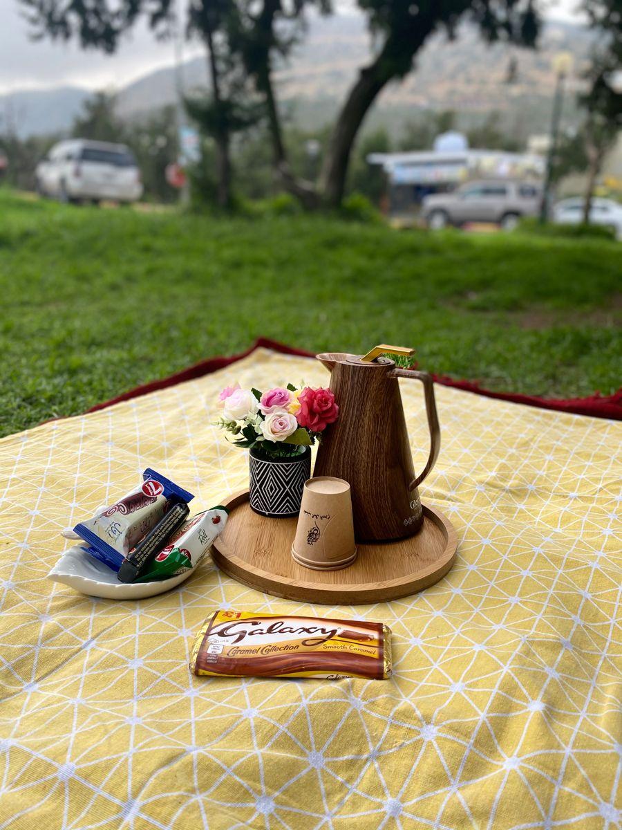 مسرات الشتاء Table Decorations Decor Table