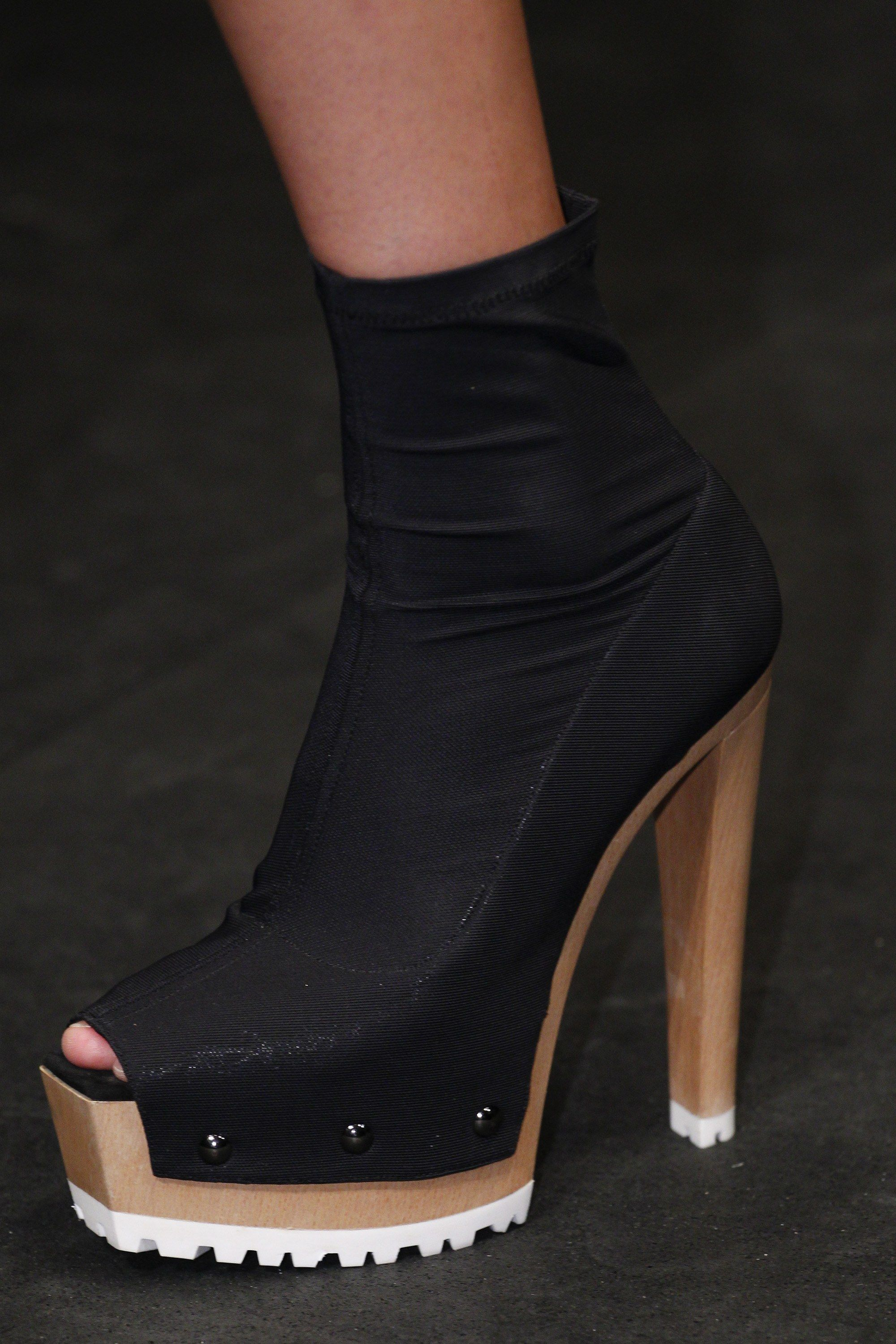 Vera Wang Spring 2016 Ready To Wear Fashion Show Details Vogue Stunning Shoes Runway Shoes Hot Shoes