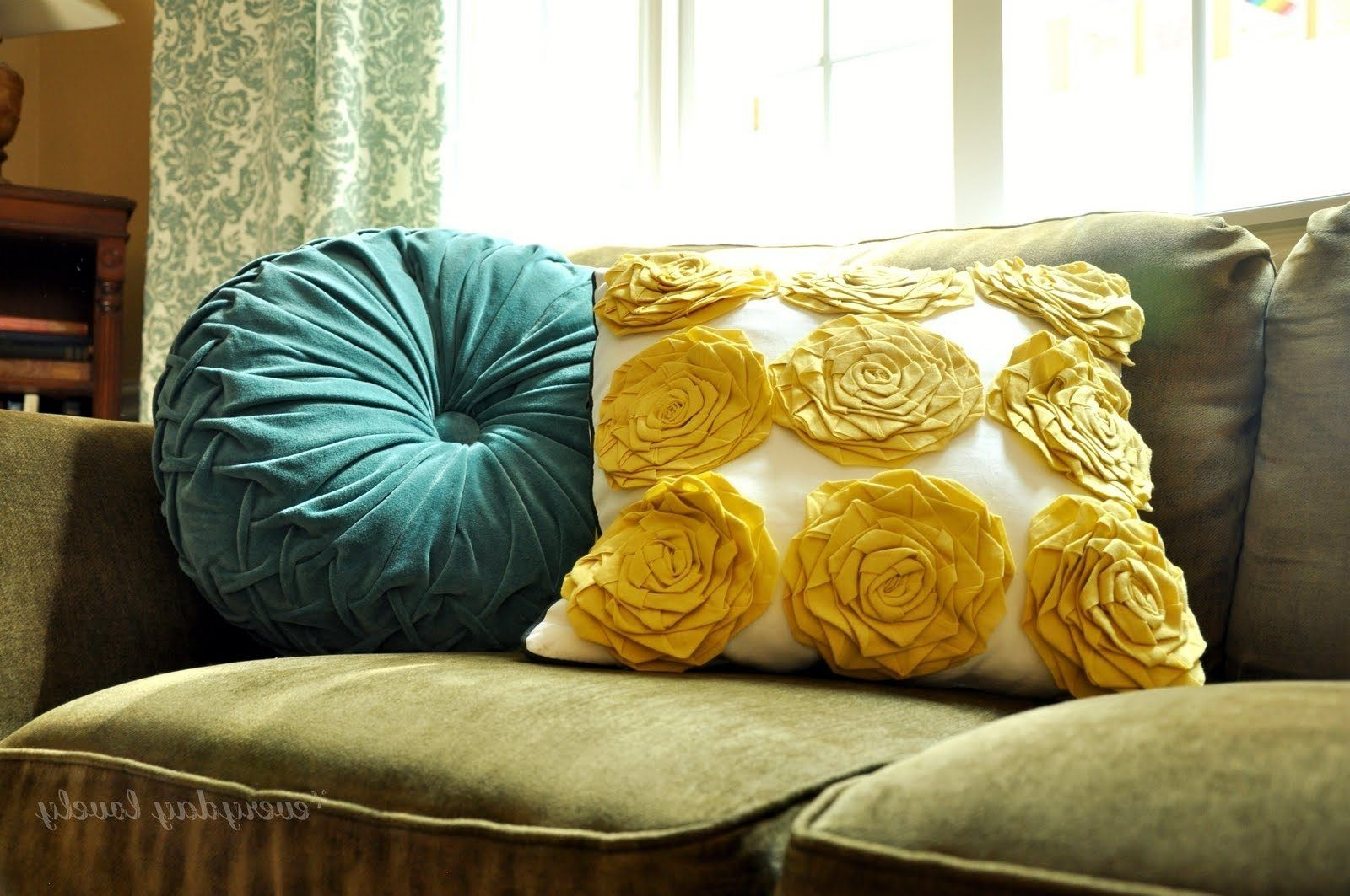What Color Goes With Olive Green Couch Pillows So Perfectly Tweak