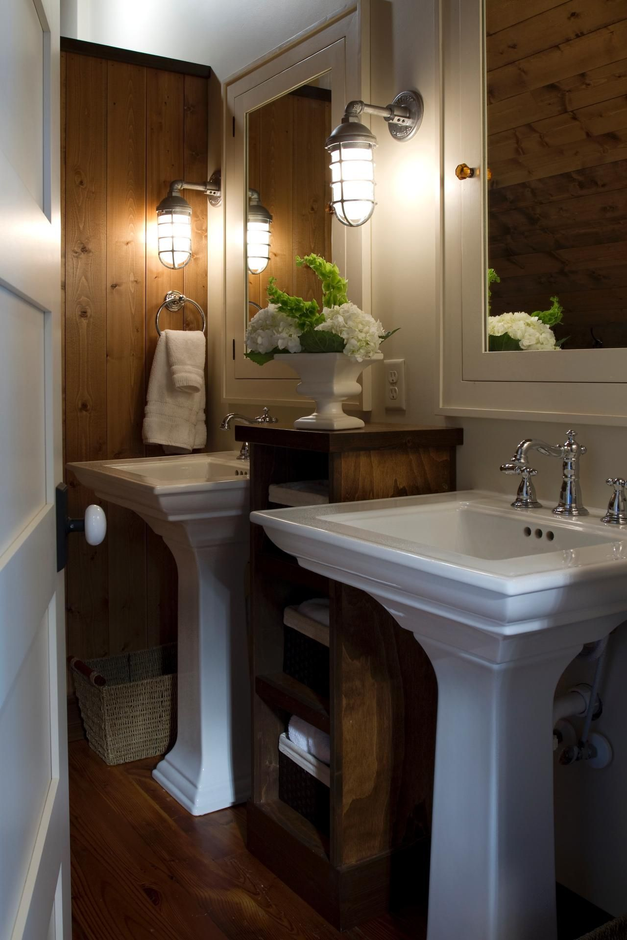 Traditional meets country in this cozy farmhouse bathroom. The ...