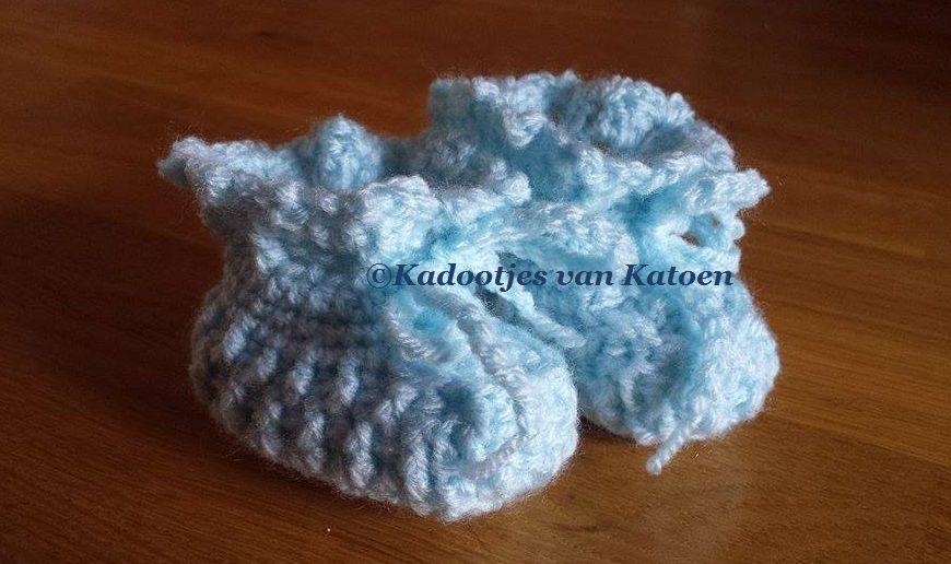 Crocheted baby booties newborn Gehaakte baby slofjes