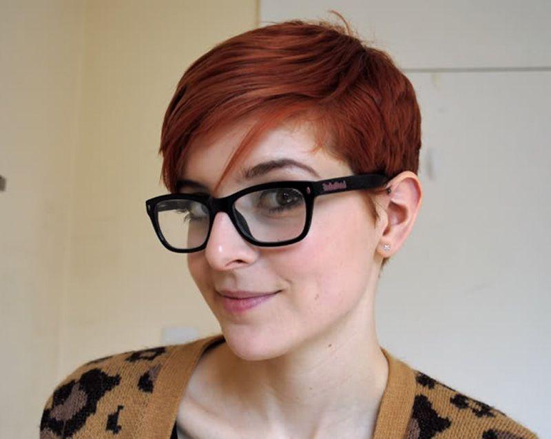 Coupe courte pour femme avec lunettes   look   Short hair styles ... 79111b51327d