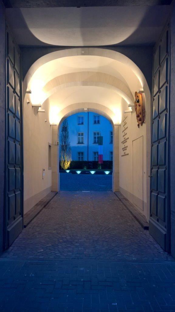 Entrance To Beautiful Patio Entrance Einfahrt Hinterhof