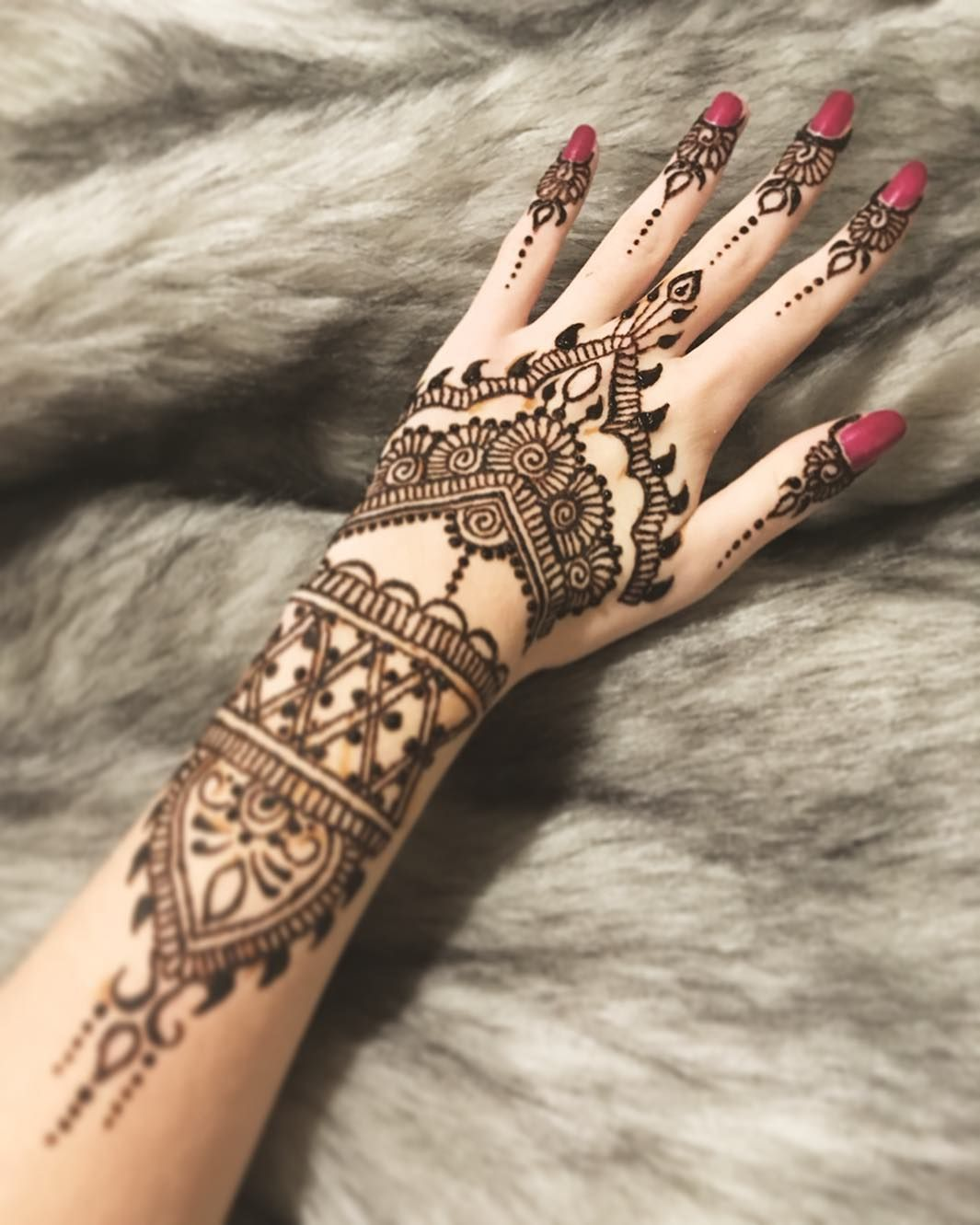 New model henna hennatattoo hennaartist hennadesign hennahand hennamehndi henna designs - Modele de henna ...