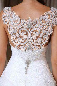 Vestido de noiva com renda renascença nas costas