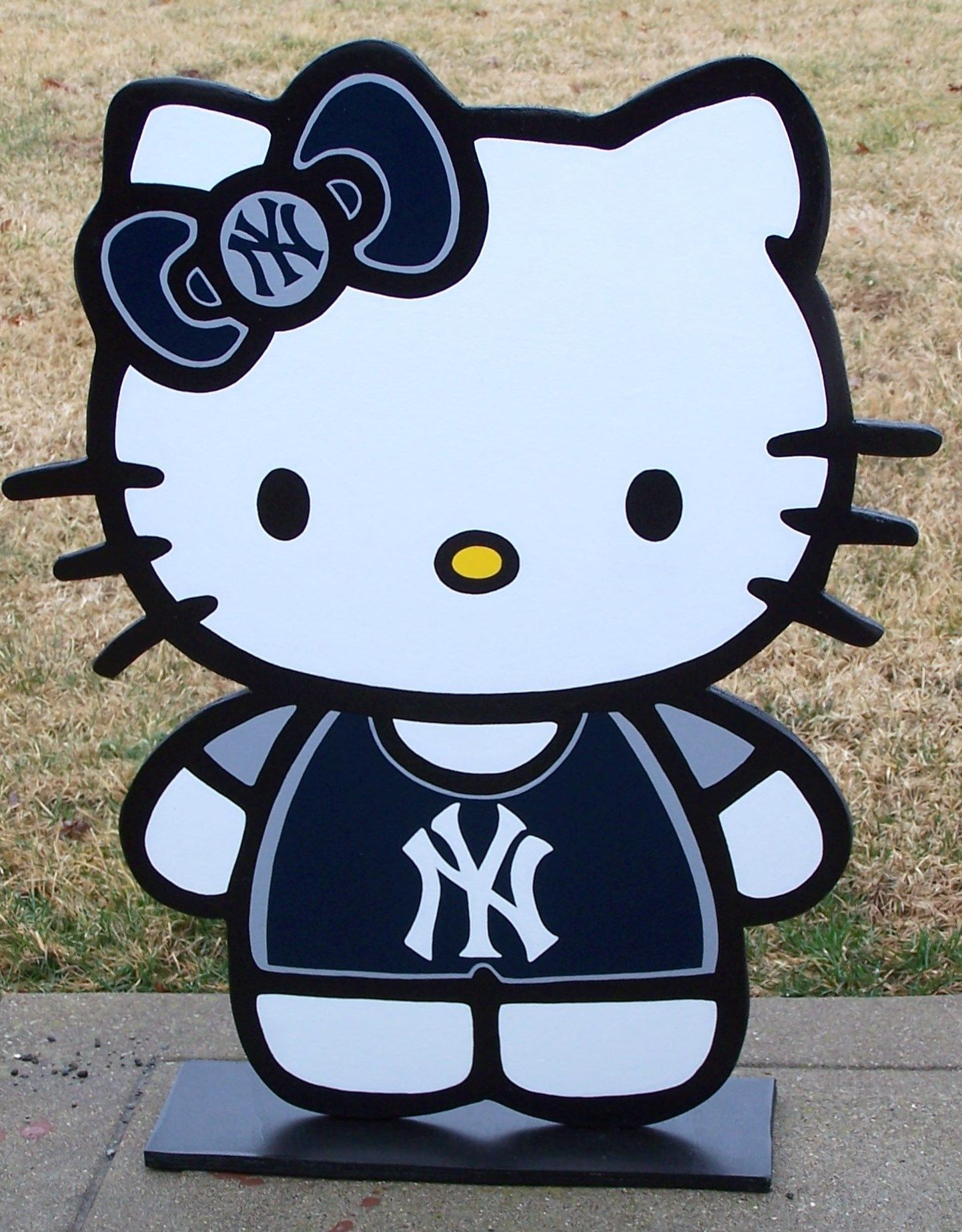 Hello Kitty New York Yankees Here S A Cute Wood Decor Sign To Show Your Yankee Pride Hello Kitty Kitty Sports Signs