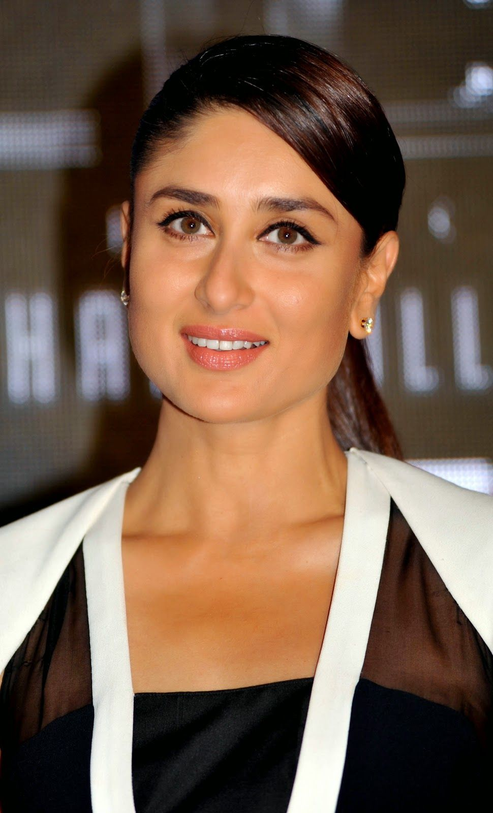 Kareena Kapoor Hd Pictures  Hd Wallpapers Of Kareena -1807