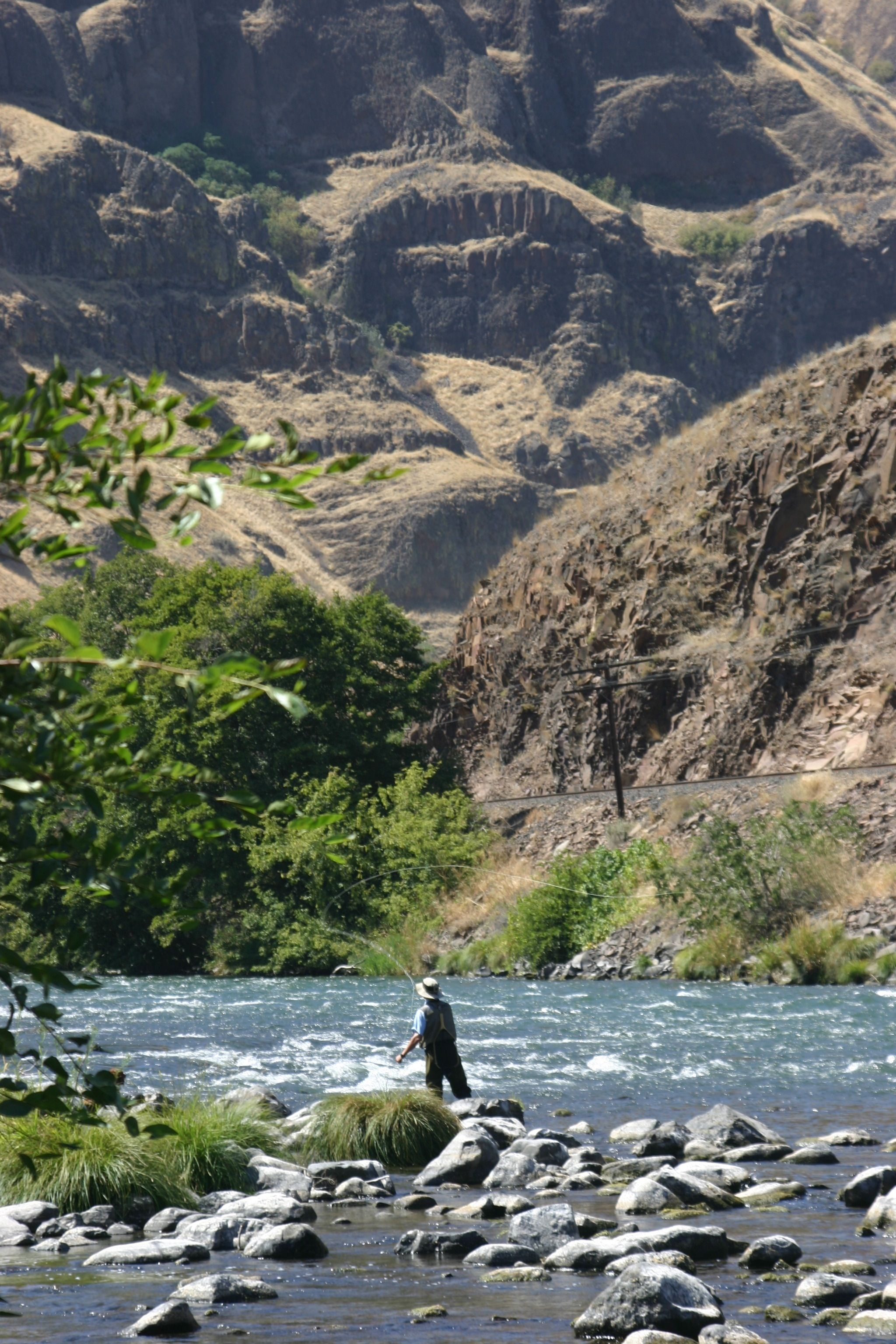 Deschutes River- gorgeous contrasts all over the place | Fly Fishing