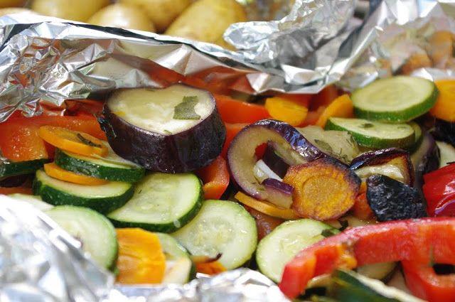Antipasti und Rosmarinkartoffeln gegrillt oder aus dem Backofen. Lecker und einfach zuzubereiten. Und hier ist das Rezept http://wolkenfeeskuechenwerkstatt.blogspot.de/2010/08/grillfreuden-antipasti-und.html