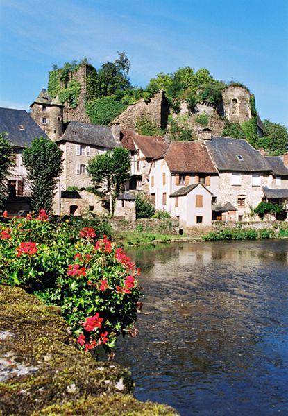 Segur Le Chateau Tourisme En Limousin Tourisme Limousin Correze