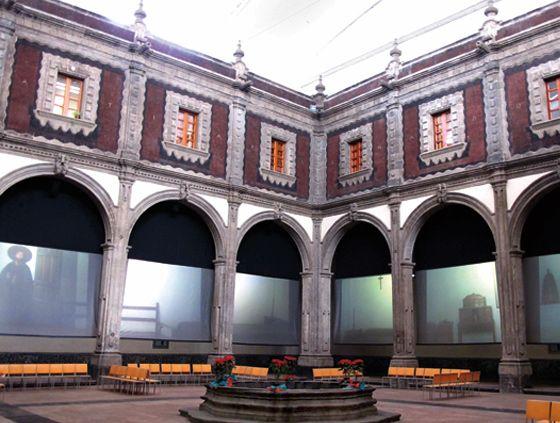Zurcido y equilibrismo: Restauración de edificios históricos | KMCERO adecuación de un edificio colonial