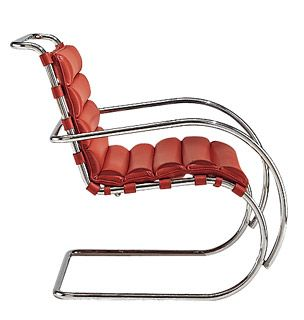 Mies van der Rohe Collection MR Lounge Chair.