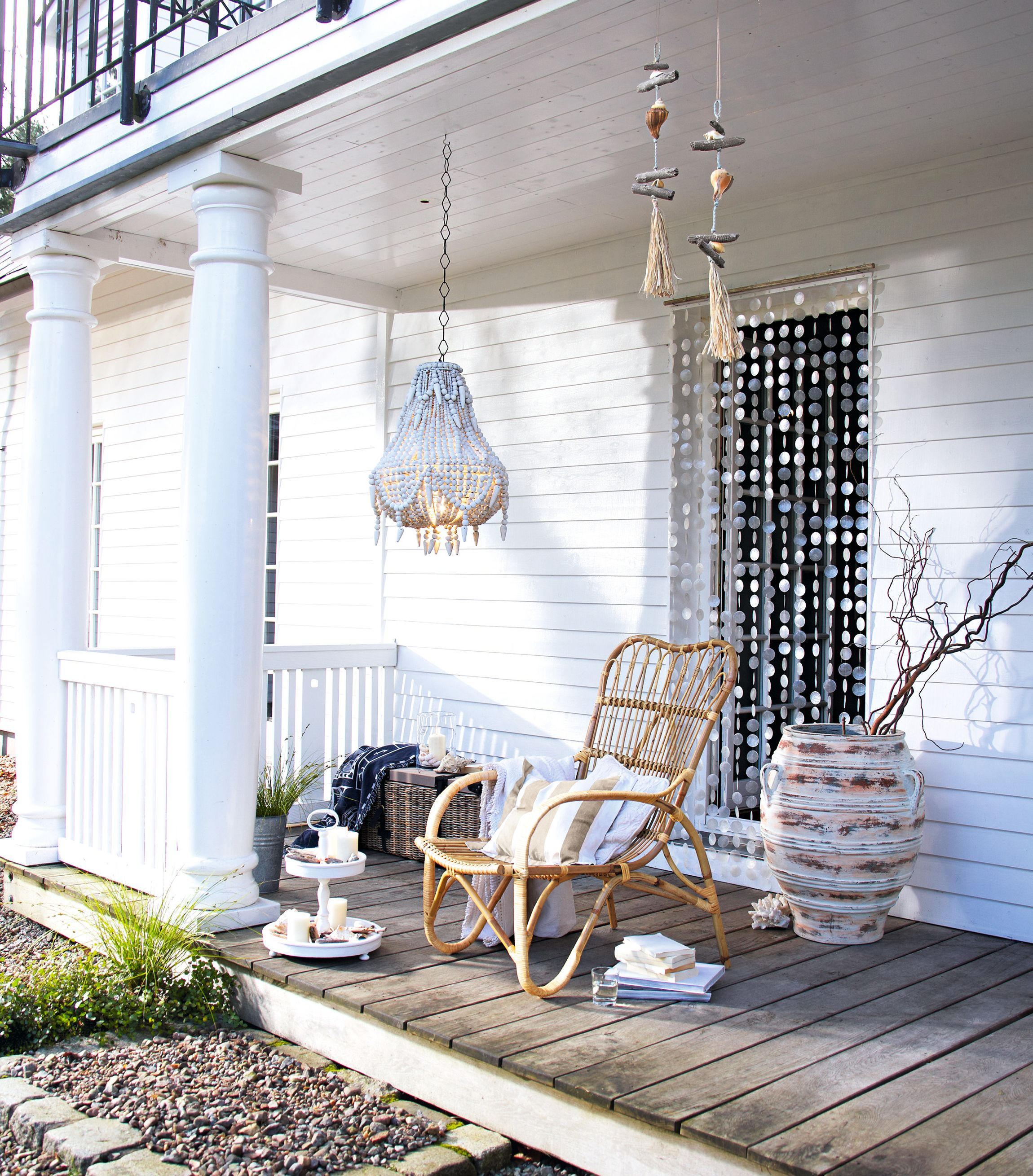 sessel finley mit muschelvorhang cappiz terrasse garten loberon seaside feeling pinterest. Black Bedroom Furniture Sets. Home Design Ideas