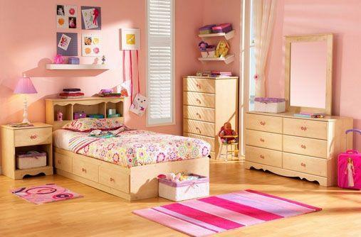 decorar o pintar dormitorios con muebles de madera de color claro