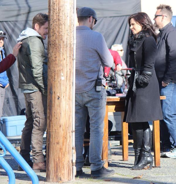 It looks like Sean Maguire and Lana Parrilla are getting ready to play their roles, Robin and Regina