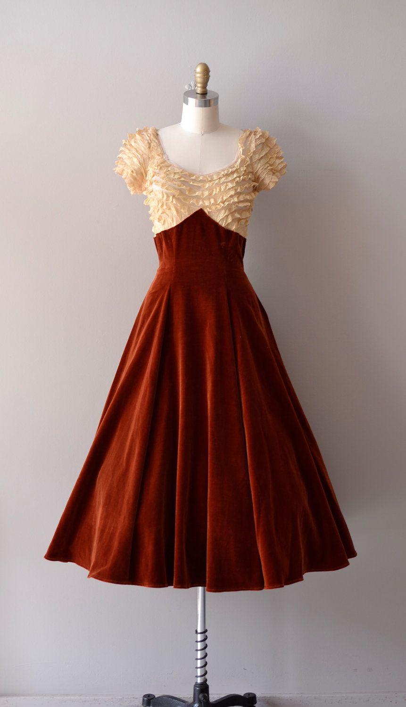 r e s e r v e d...1940s dress / vintage 40s dress / velvet and lace ...
