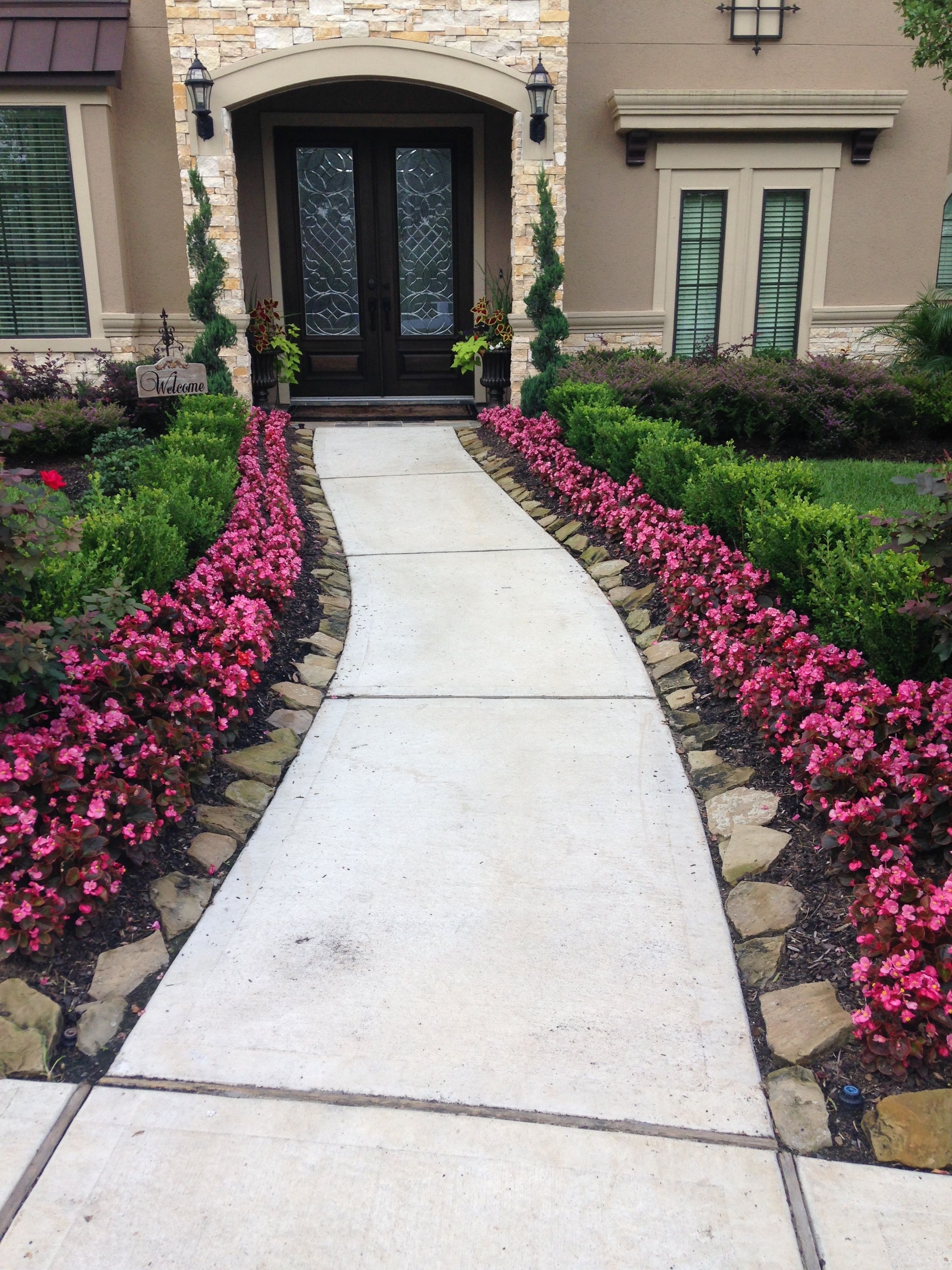 Beautiful front yard landscape idea! | Front yard ...