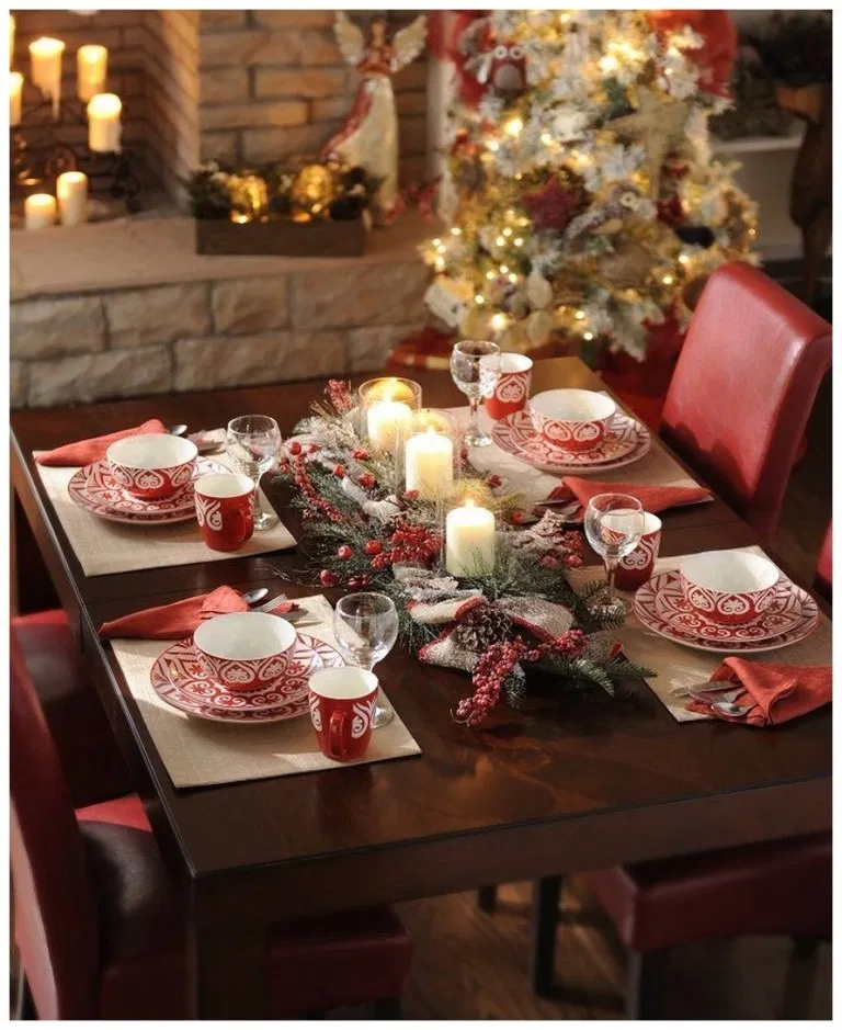 50 Easy And Cheap Christmas Decoration Ideas For Your Dining Room Comfort 47 Christmas Table Christmas Decor Trends Christmas Table Settings