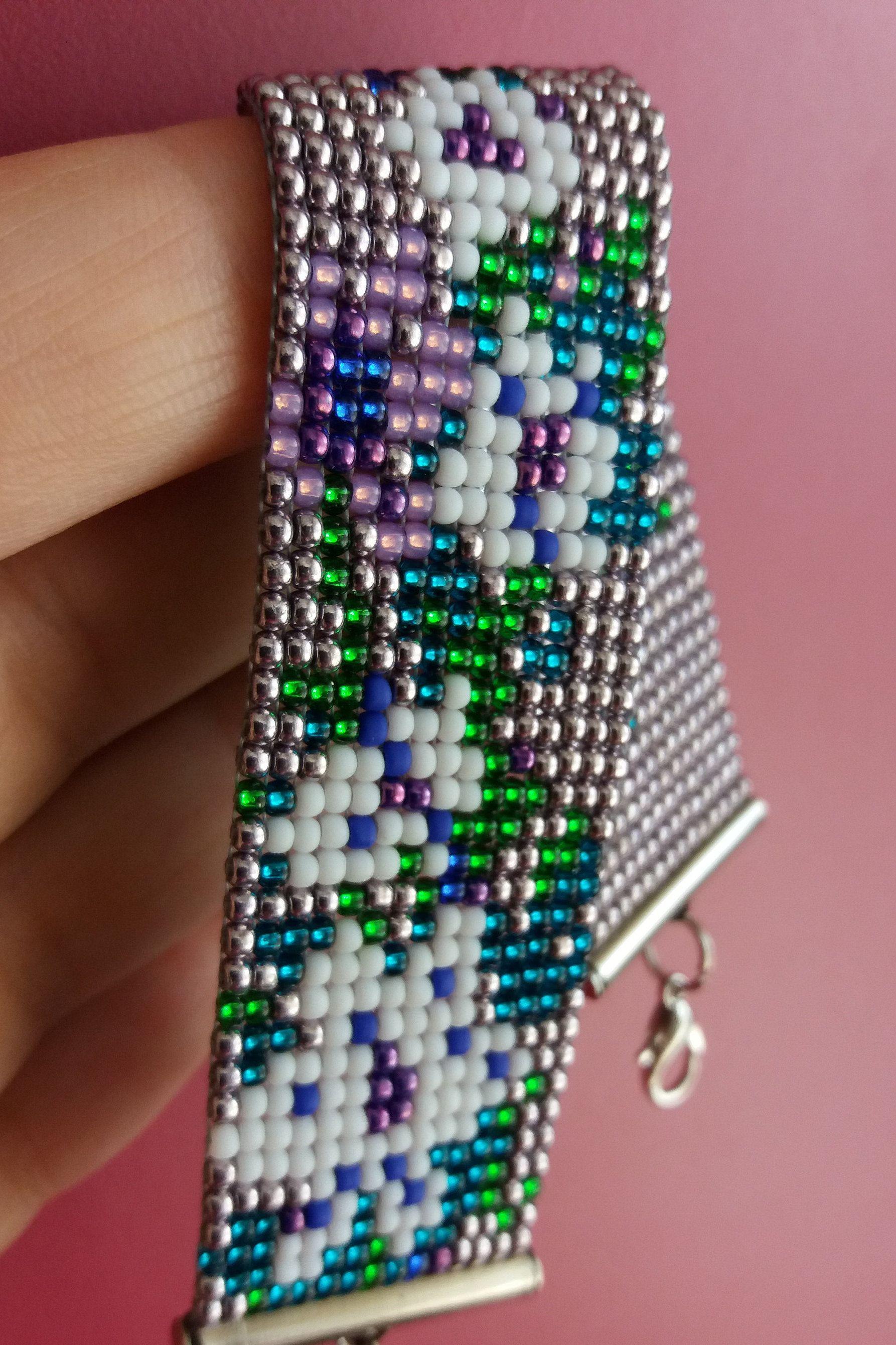 UK seller Czech Seed Bead Bracelet Wild Violets Bracelet lavender blue  and dark green Czech seed beads purple in violet