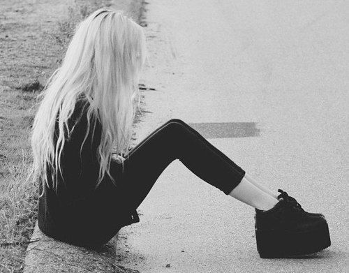 фото девушек брюнеток черно белые на аву