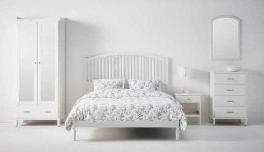 Ein Schlafzimmer U A Eingerichtet Mit Tyssedal Bettgestell In