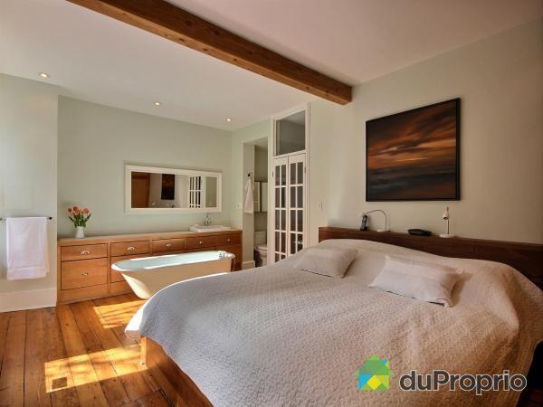 Bain sur pattes dans la chambre à coucher, ça fait rêver ! Chambre