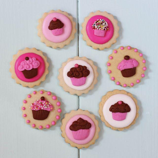 Postreadicci n galletas decoradas cupcakes y pops tutorial galletas decoradas con moldes de - Moldes cupcakes silicona ...