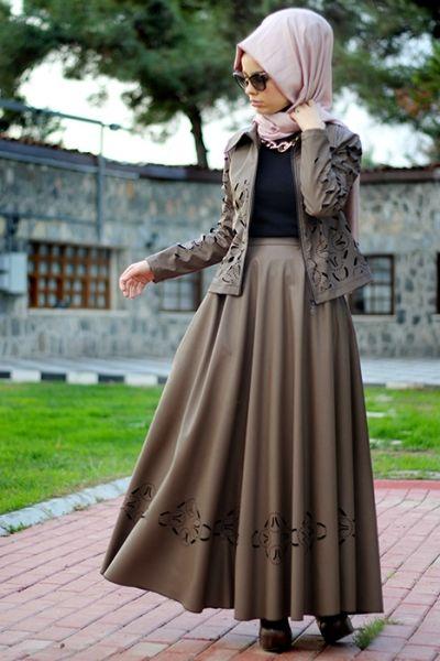 Nur Banu Tas Lazerli Etek Ceket Takim Musluman Modasi Moda Stilleri Moda Kiyafetler