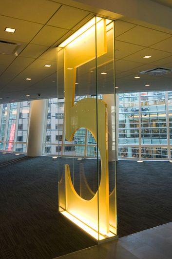 Sinaliza O Bloomberg Signage Wayfinding Signage And