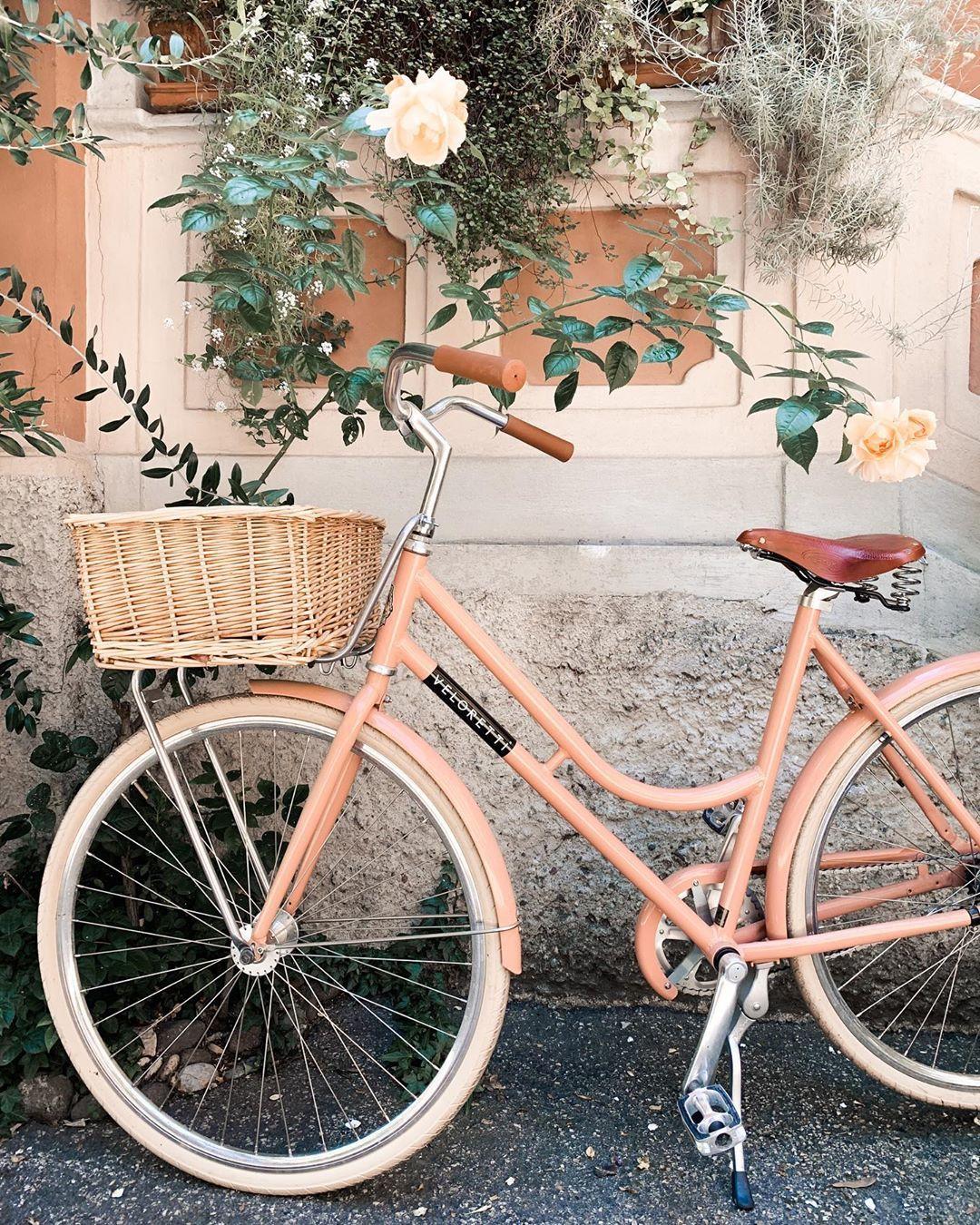 Joe On Instagram The Dutch Girl Veloretti In 2020 Dutch Bike Bicycle Photography Vintage Bikes