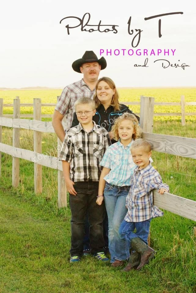 Family photo on location country love www.photosbyt.net