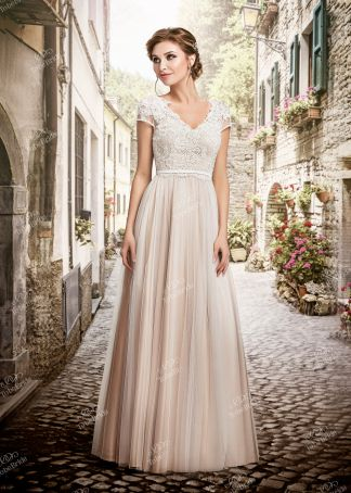 Свадебные платья в интернет-магазине To Be Bride в Москве. Каталог модных свадебных  платьев 81e8f27ea7d
