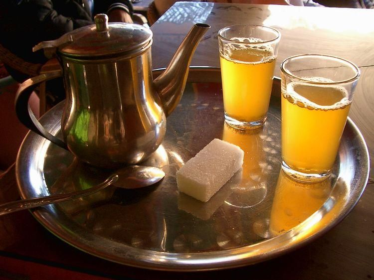 maroc th la menthe l 39 ombre le th la menthe marocain recette traditionnelle maroc. Black Bedroom Furniture Sets. Home Design Ideas