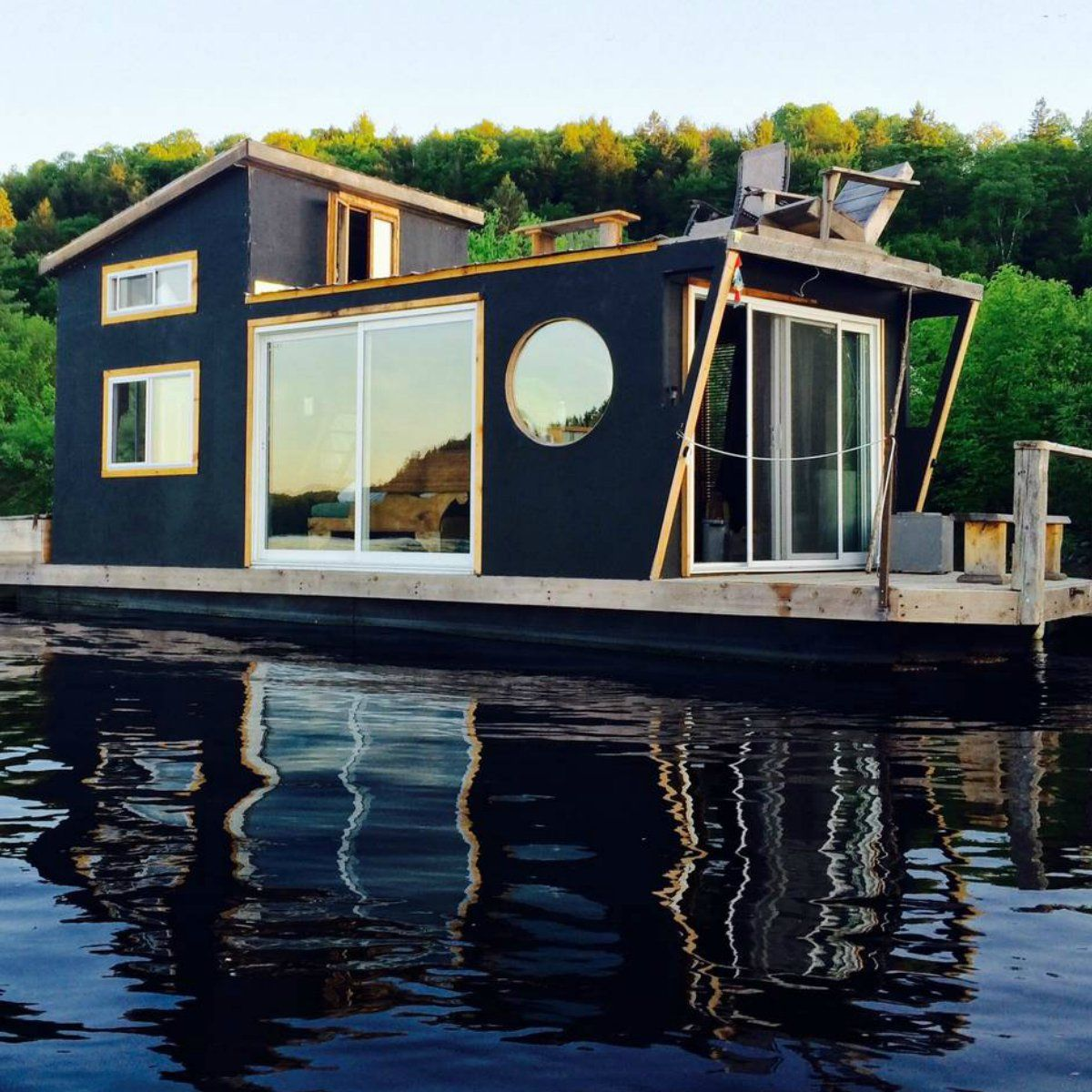 51 Tiny Houses That Actually Float Houseboat Living Floating House House Boat