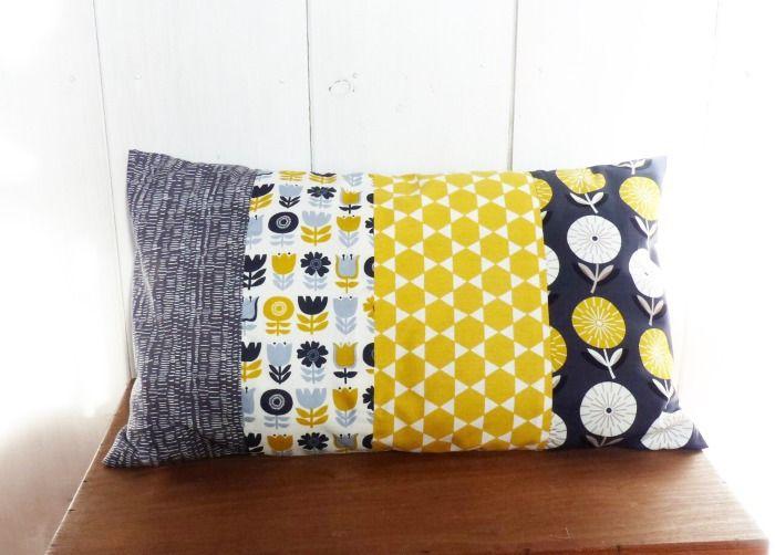 housse de coussin 50 x 30 cm patchwork de tissus fleurs et losanges jaune et gris d co. Black Bedroom Furniture Sets. Home Design Ideas