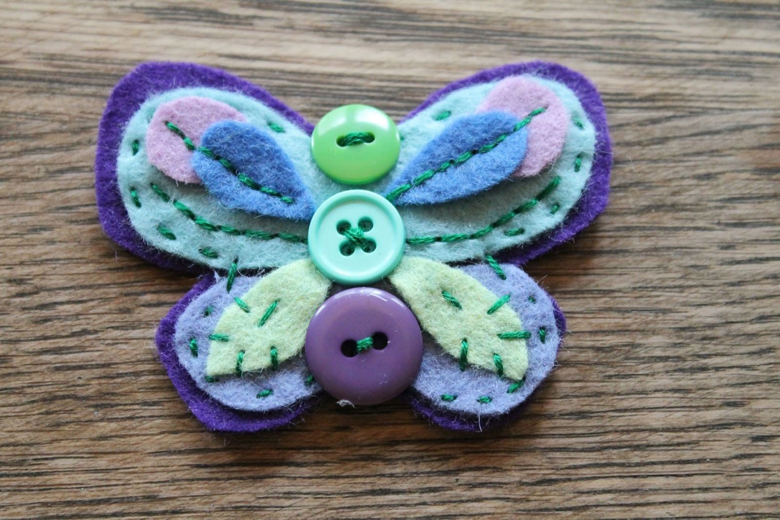 10 CHEERFUL BUTTERFLY CRAFTS