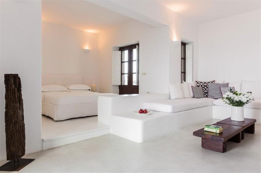 acogedor dormitorio en el tema de BLANCO CON Iluminación suave