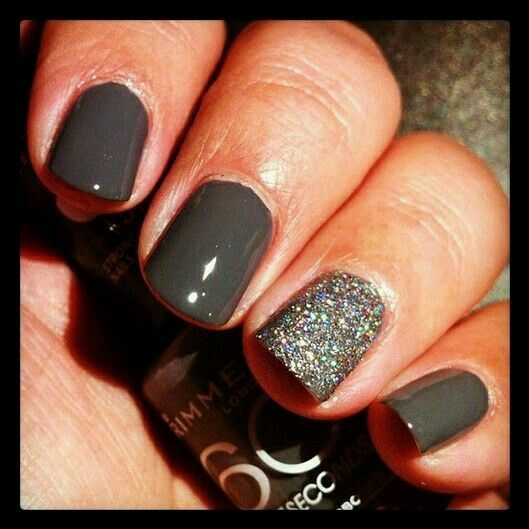 Glitter and grey nails