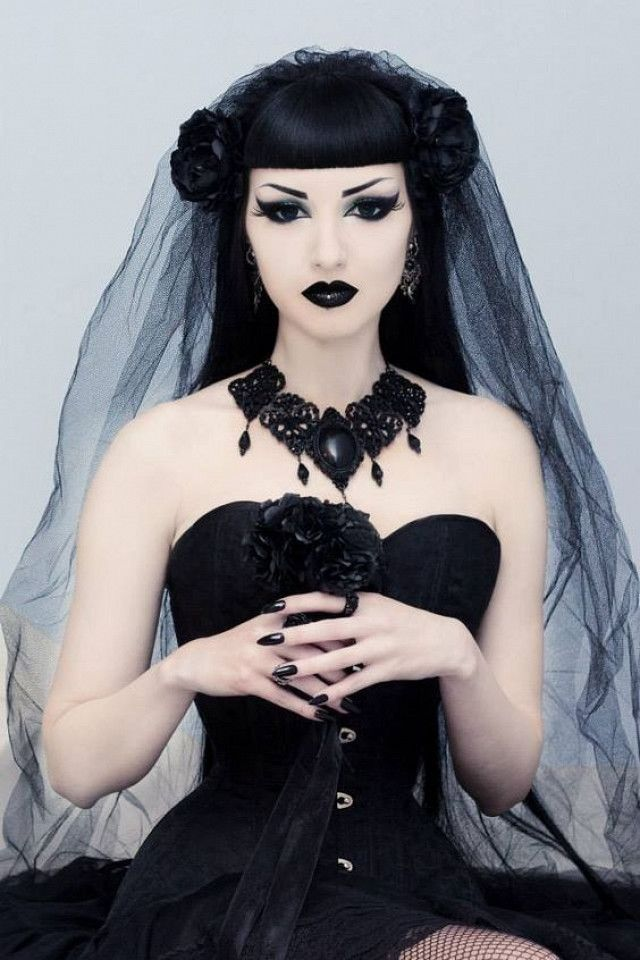 This Gothic Bride Beauty Look Is The Perfect Edgy Halloween Costume