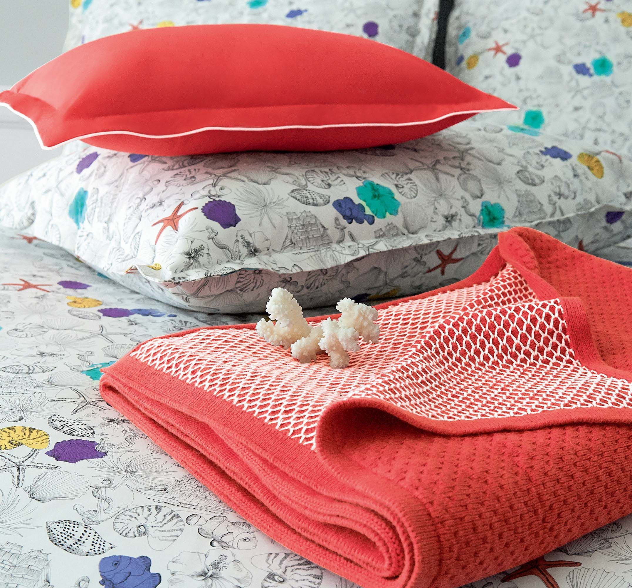 plaid descamps eclat deco corail collection de plaids. Black Bedroom Furniture Sets. Home Design Ideas