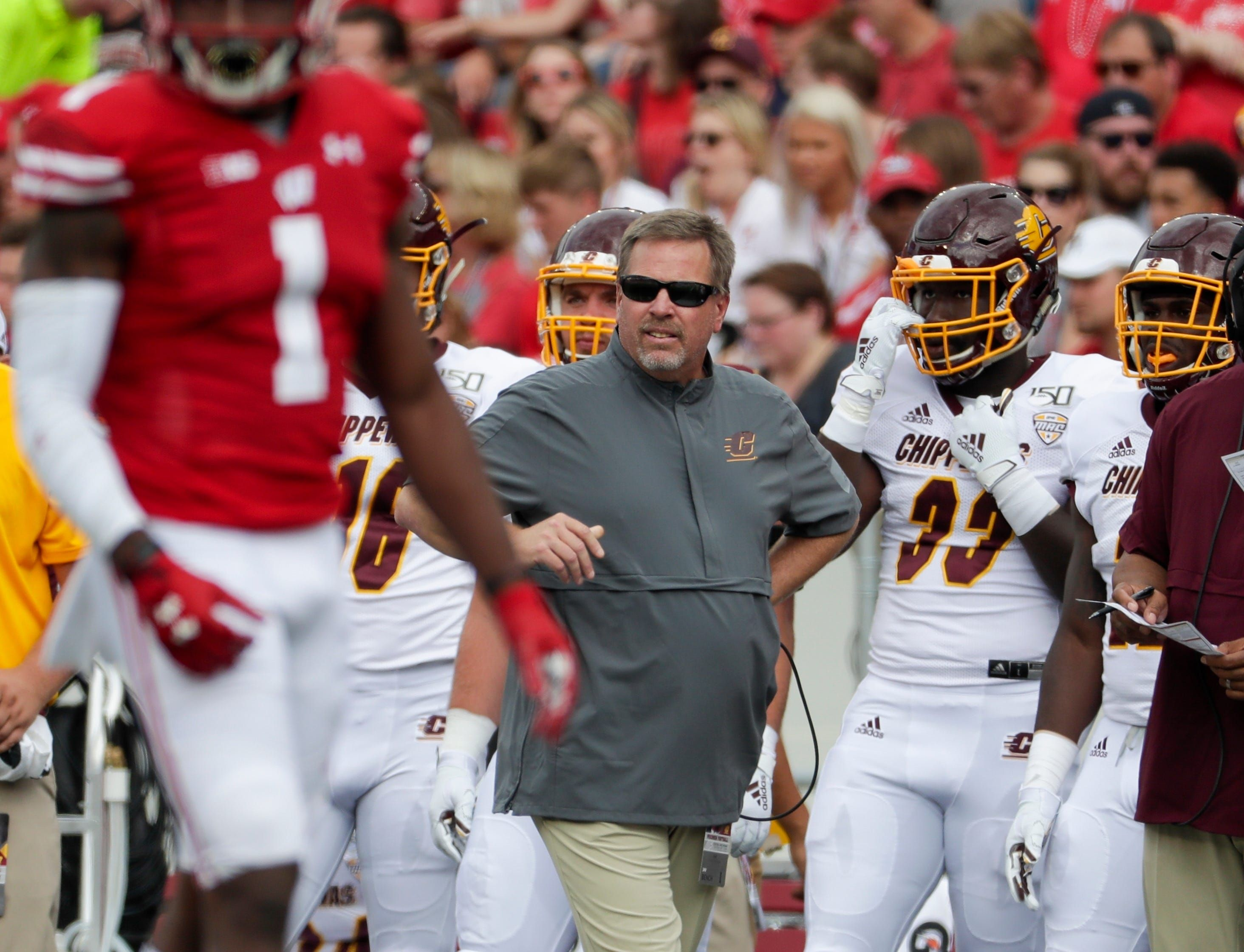 Central Michigan's Jim McElwain is subject of Power 5