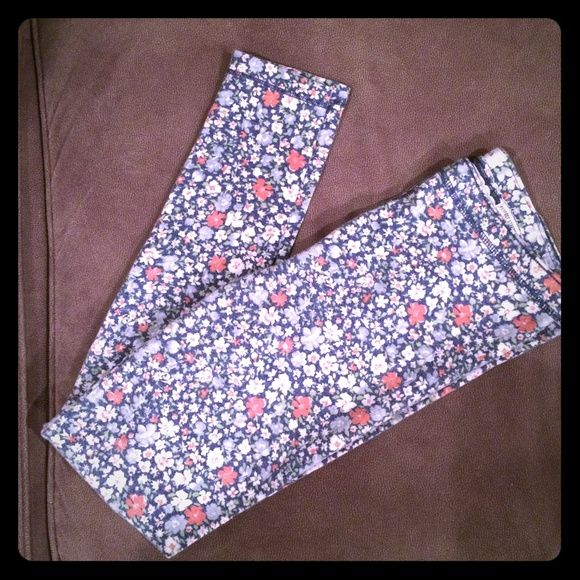 A&F floral leggings These are so comfortable and worn in. They are still in great shape. Fit a small/medium best. The waist is not tight and very forgiving. Stretchy and soft. Abercrombie & Fitch Pants Leggings