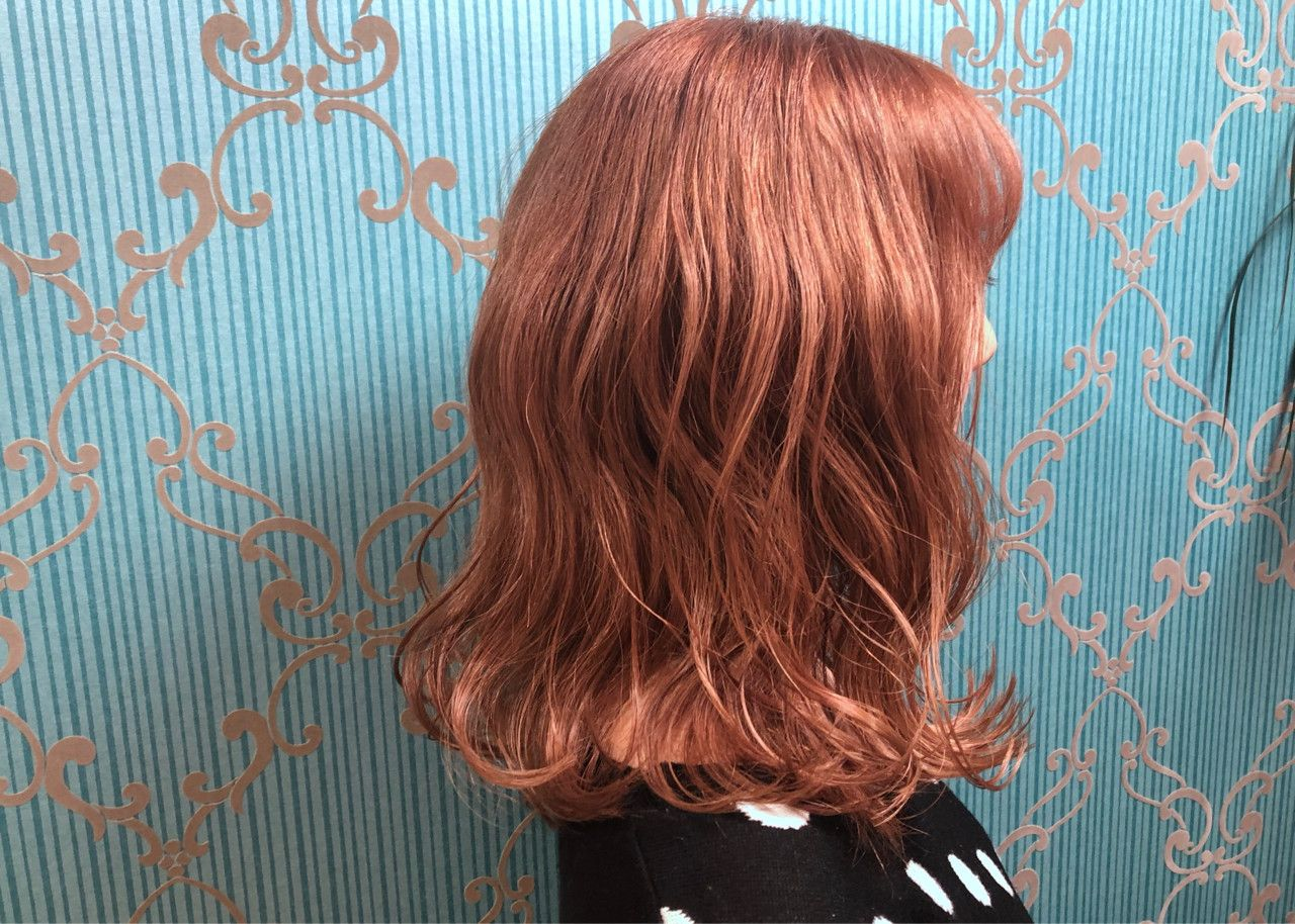 オレンジ系のヘアカラーで今っぽアクティブな印象に お手軽イメチェン