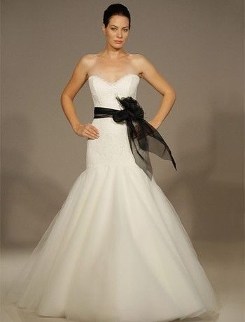 Are Any Brides Wearing A Splash Of BLACK On There Wedding Dress
