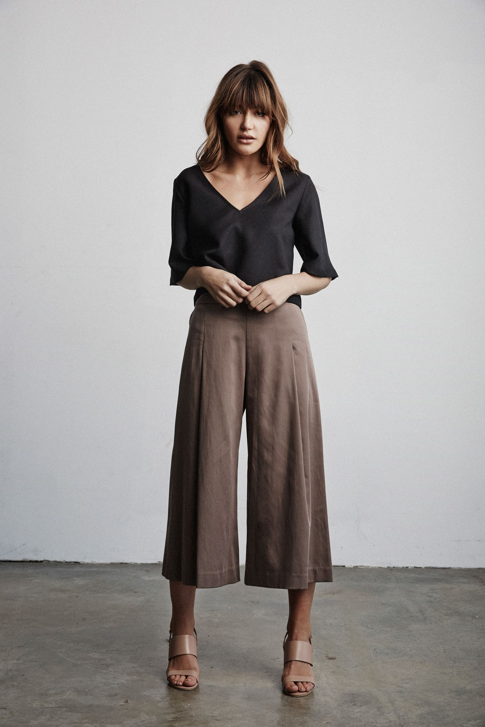 Vetta Capsule SS16 The Blouse V neck in front The Culottes