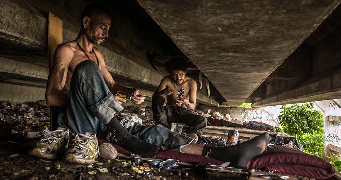 83.3 millones viven por debajo del promedio de ingreso en México. http://insurgenciamagisterial.com/83-3-millones-viven-por-debajo-del-promedio-de-ingreso-en-mexico/