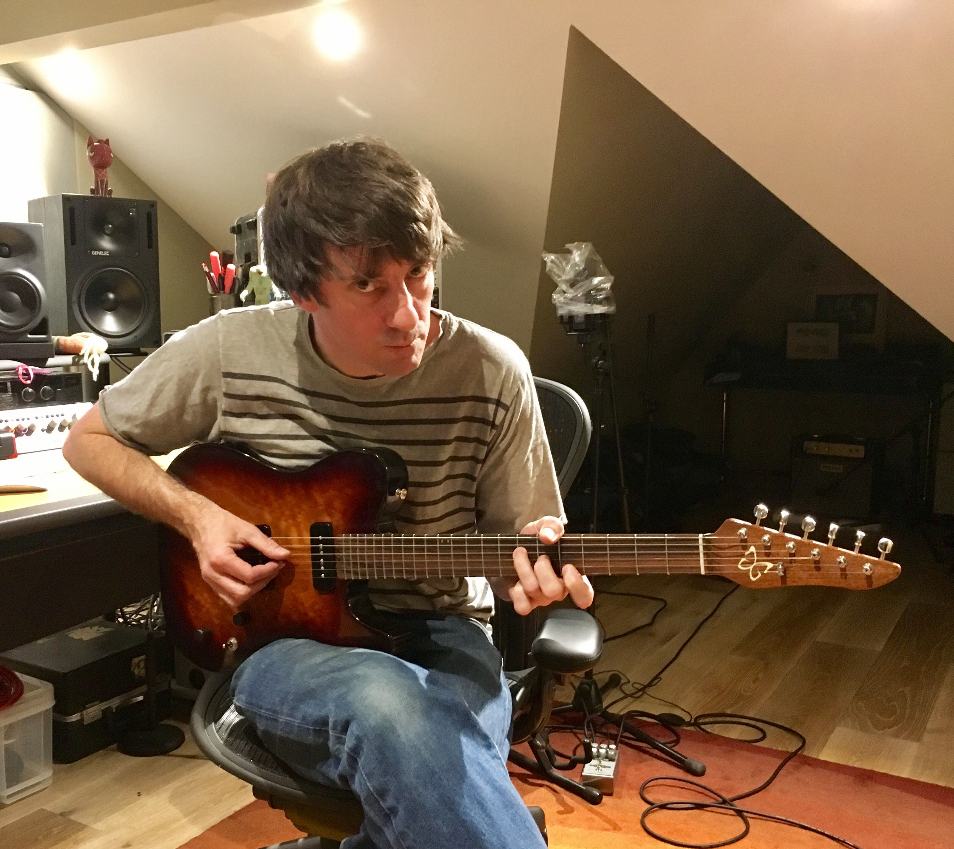 Graham Coxon with his Grayling guitar from Gray Guitars - Dec 9th, 2016